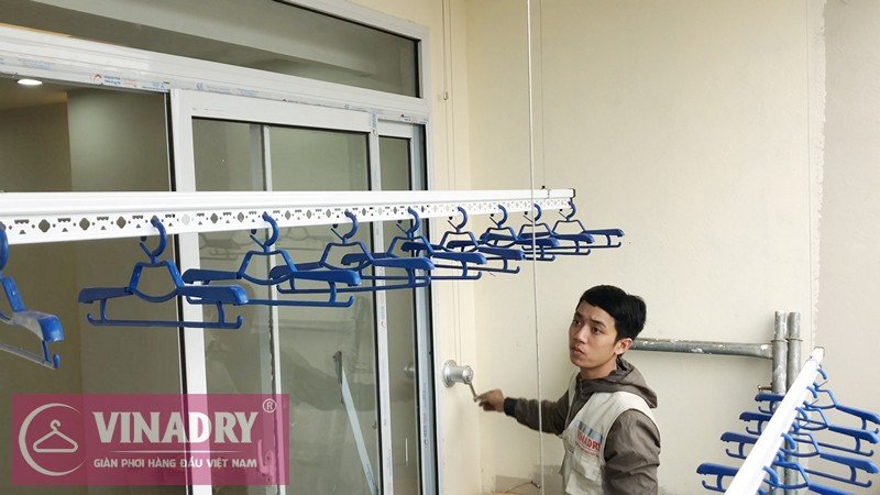 Lắp giàn phơi Long Biên nhà anh Hùng P410 chung cư CT1B Thạch Bàn