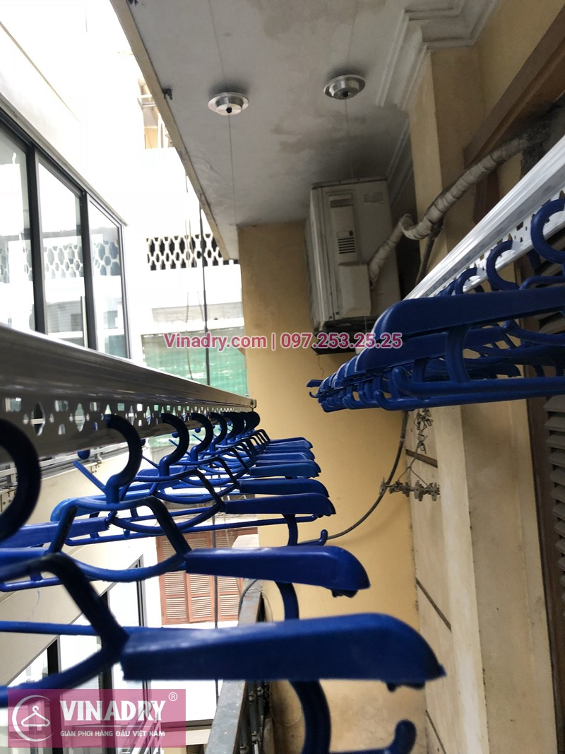 Lắp giàn phơi Hoàn Kiếm ở ngõ Hàng Lọng, Nguyễn Du nhà chị Mai