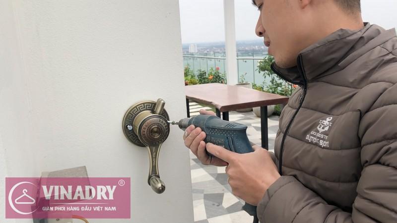 Cố định bộ tời Vinadry siêu đẹp trên tường