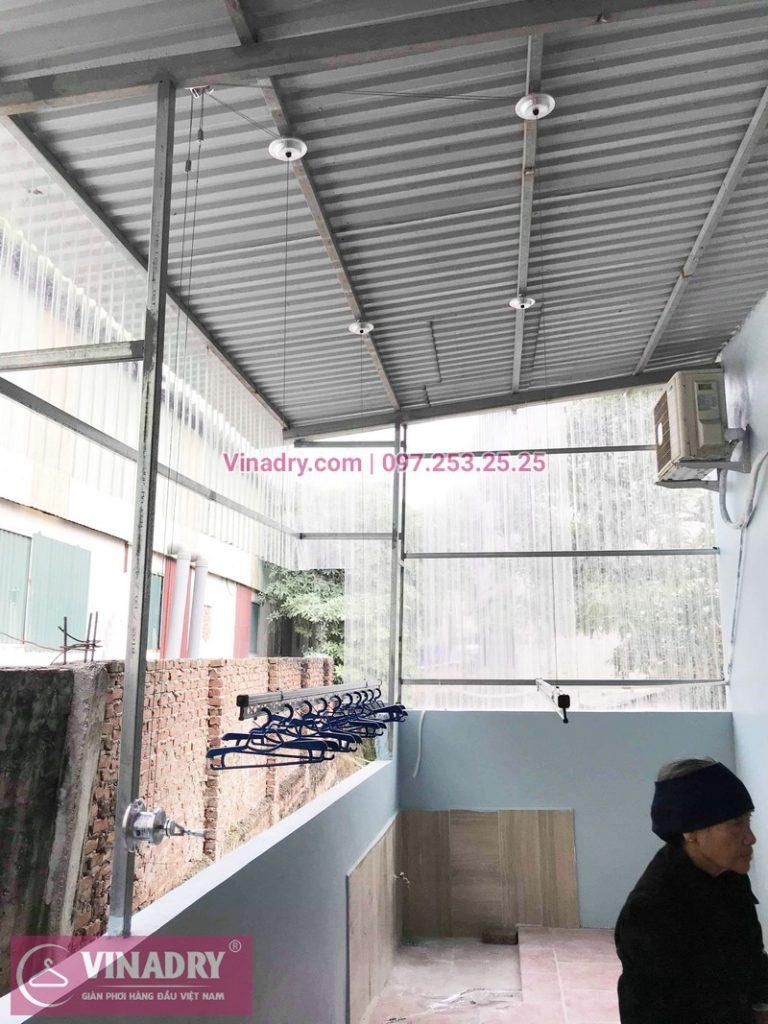 Hình ảnh giàn phơi Hòa Phát HP701 lắp cho trần mái tôn nhà cô Huệ - 01