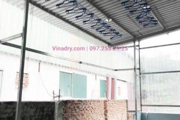 Hình ảnh giàn phơi Hòa Phát HP701 lắp cho trần mái tôn nhà cô Huệ