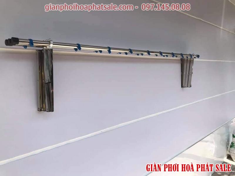 Giàn phơi inox Hòa Phát có thể xếp gọn vào tường để tiết kiệm không gian