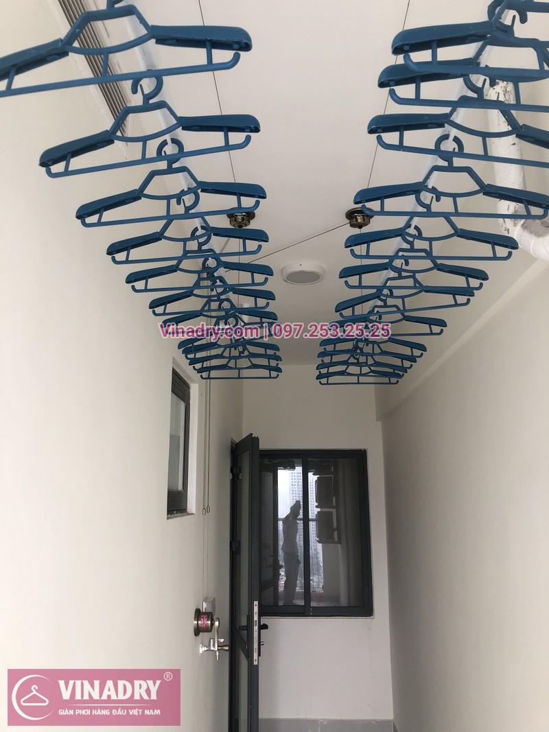 Giàn phơi lắp tại lô gia chung cư vẫn rất gọn gàng, đẹp mắt