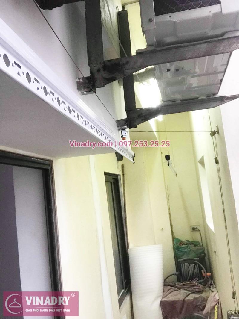 Lắp giàn phơi cho ban công hẹp nhà anh Long, phố Nguyễn Sơn, Long Biên, Hà Nội - 02
