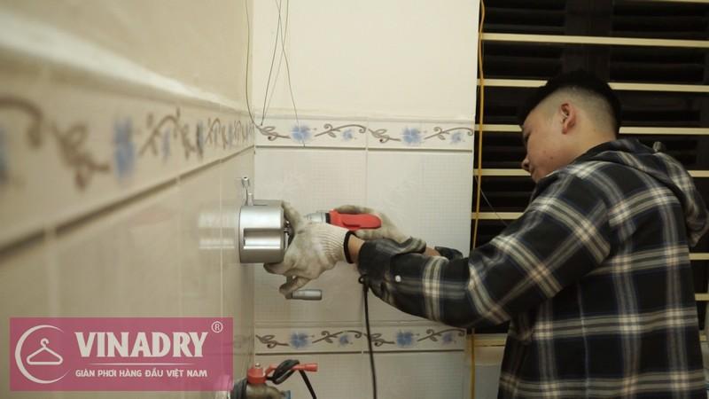 Lắp đặt bộ tời bằng việc khoan tường và cố định chắc chắn bằng các con vít chuyên dùng