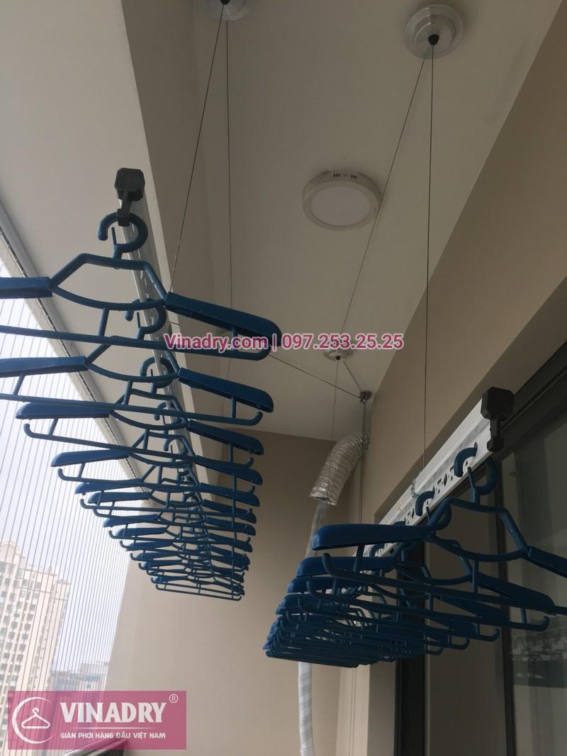 Vinadry lắp giàn phơi Hòa Phát giá rẻ HP701 tại Dcapitale Trần Duy Hưng cho nhà chị Bích - 02