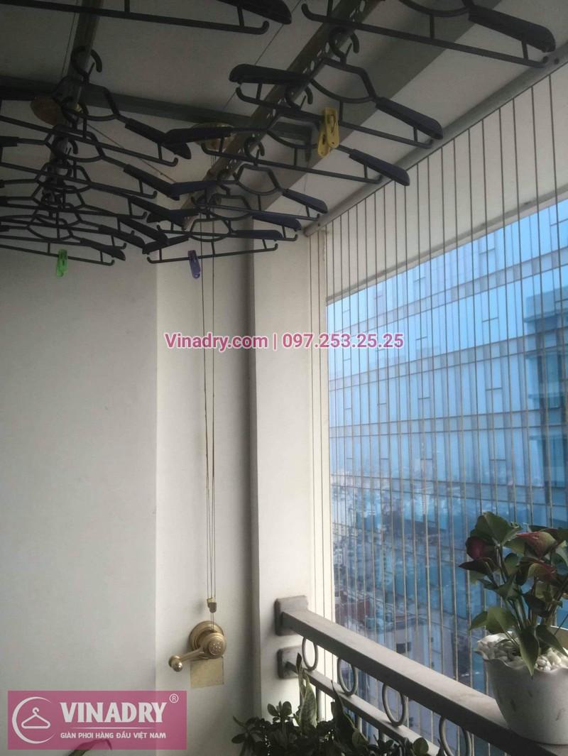 Vinadry lắp giàn phơi Hòa Phát và lưới an toàn ban công tại Vinhomes Nguyễn Chí Thanh, bộ KG900 cho nhà cô Phấn - 03