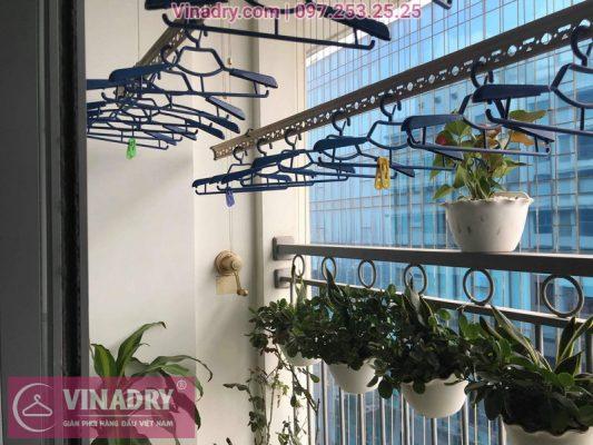 Vinadry lắp giàn phơi Hòa Phát và lưới an toàn ban công tại Vinhomes Nguyễn Chí Thanh, bộ KG900 cho nhà cô Phấn