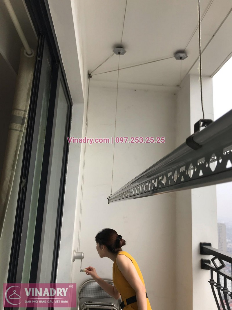 Vinadry lắp giàn phơi giá rẻ KS950 tại Royal City cho nhà chị Sam - ảnh 08