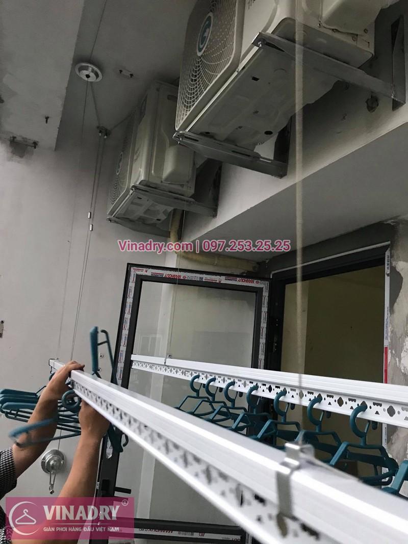 Lắp giàn phơi thông minh Hà Nội: nhà anh Hòa, căn 410, K6, KĐT Việt Hưng, Long Biên, Hà Nội - 3