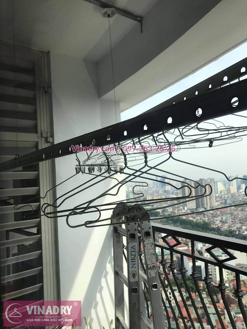Sửa giàn phơi quần áo tại Royal City: nhà anh Quang, tòa R2 - 03