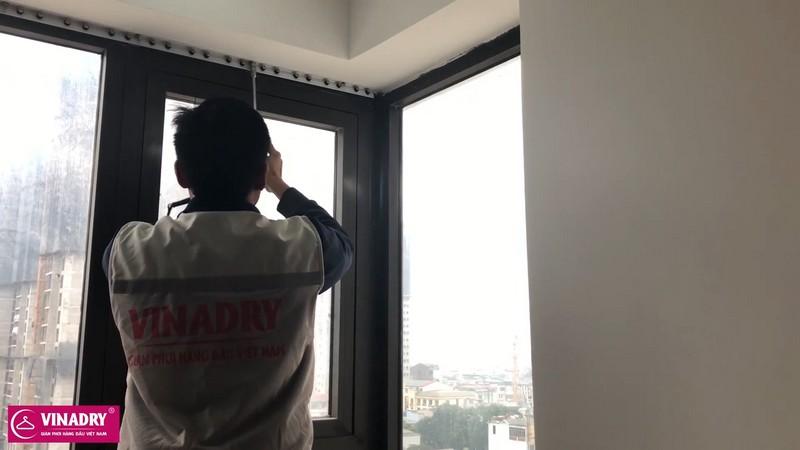 cố định thanh nẹp nhôm chắc chắn trên tường
